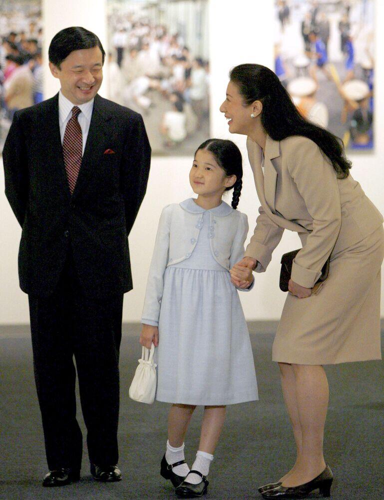 Masako Owada, ex-funcionária de escritório da chancelaria japonesa com seu marido, príncipe Naruhito e filha, princesa Aiko
