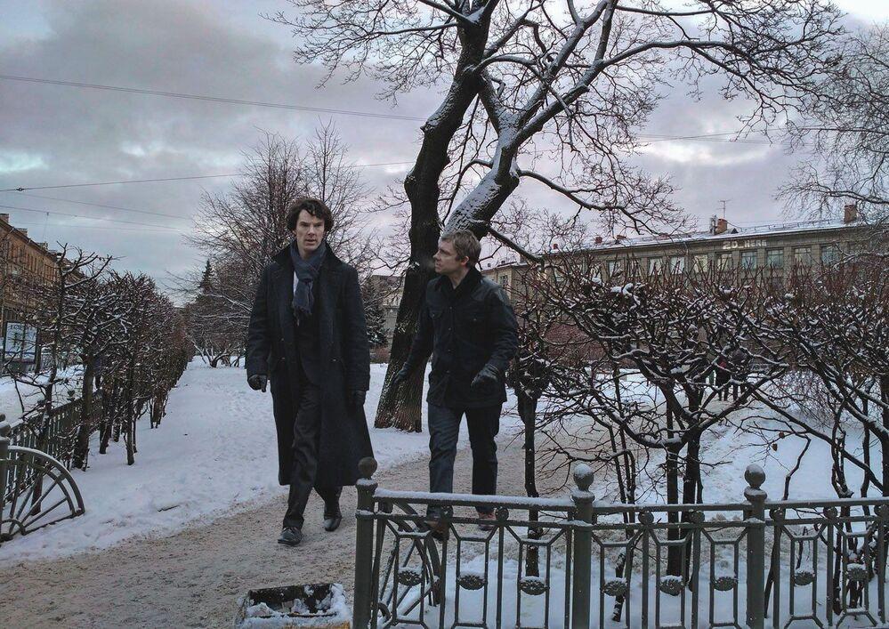 Protagonistas do seriado da BBC, Sherlock Holmes e Dr. Watson, no centro de Leningrado (São Petersburgo)